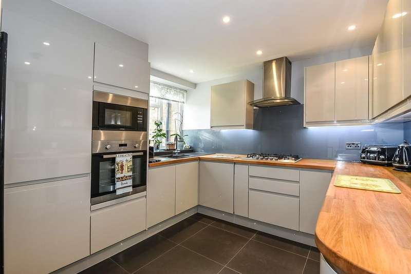 2 Bedrooms Ground Maisonette Flat for sale in Herne Hill, London, SE24