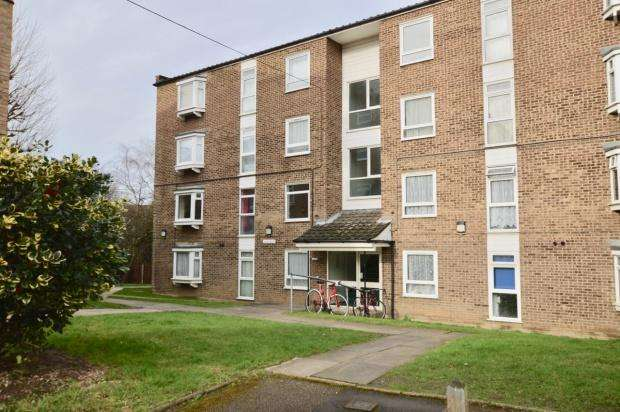 2 Bedrooms Flat for sale in Ambleside Gardens, Cavendish Road, Sutton, SM2