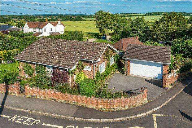 3 Bedrooms Detached Bungalow for sale in King Street, Odiham, Hook, Hampshire