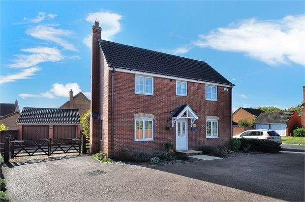 4 Bedrooms Detached House for sale in Cotswolds Way, Calvert Green, Buckinghamshire. MK18 2FR