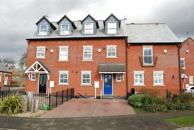 3 Bedrooms Town House for sale in Newgate End, Wigston, Leicester, LE18