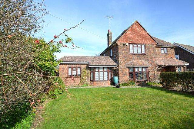 6 Bedrooms Detached House for sale in Beehive Lane, Ferring, West Sussex, BN12 5NR