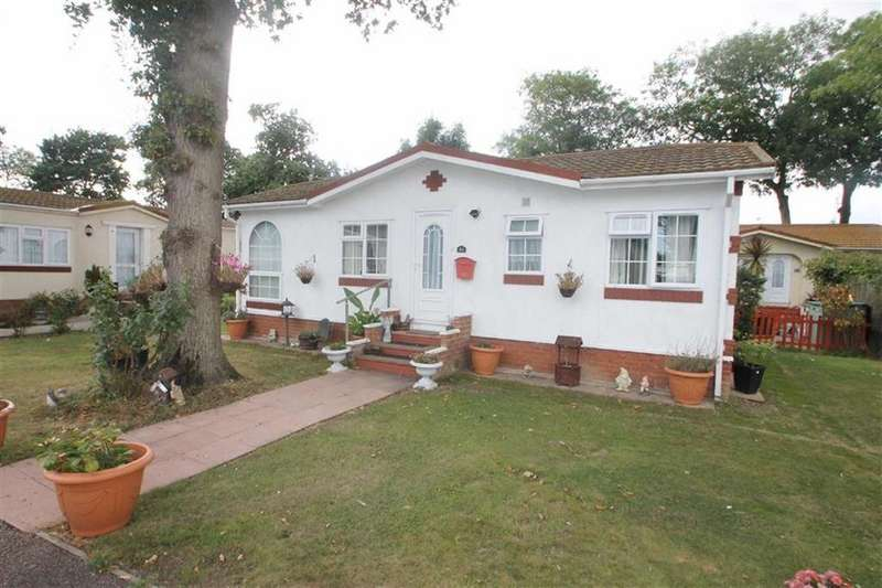2 Bedrooms Detached Bungalow for sale in The Spinney, Clacton-on-sea