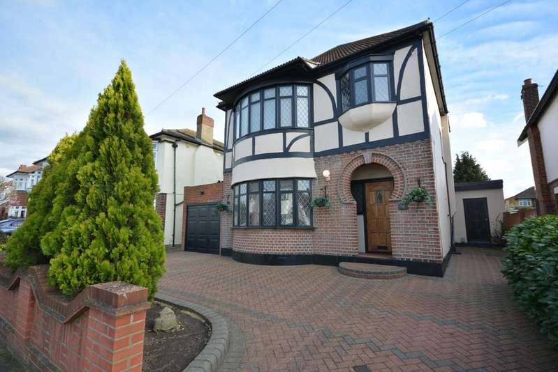 3 Bedrooms Detached House for sale in Repton Avenue, Gidea Park, Romford RM2