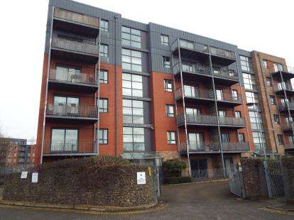 2 Bedrooms Flat for sale in The Waterfront, Manchester, Greater Manchester