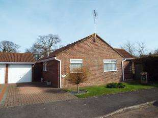 3 Bedrooms Bungalow for sale in Sunningdale Gardens, Bognor Regis, West Sussex