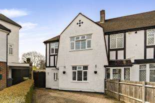 3 Bedrooms End Of Terrace House for sale in Tudor Close, Sanderstead, South Croydon, .