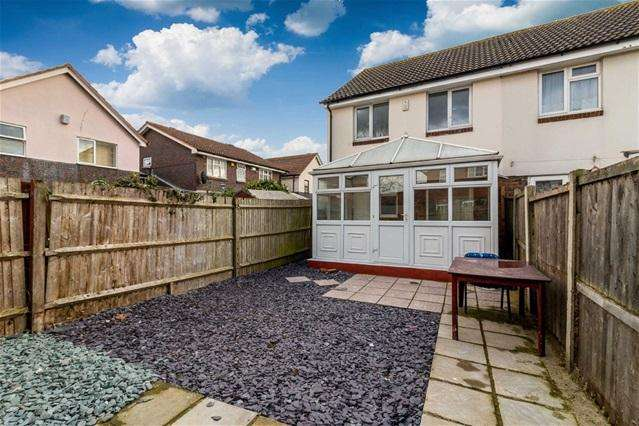 3 Bedrooms Terraced House for sale in Vanbrugh Close, Beckton