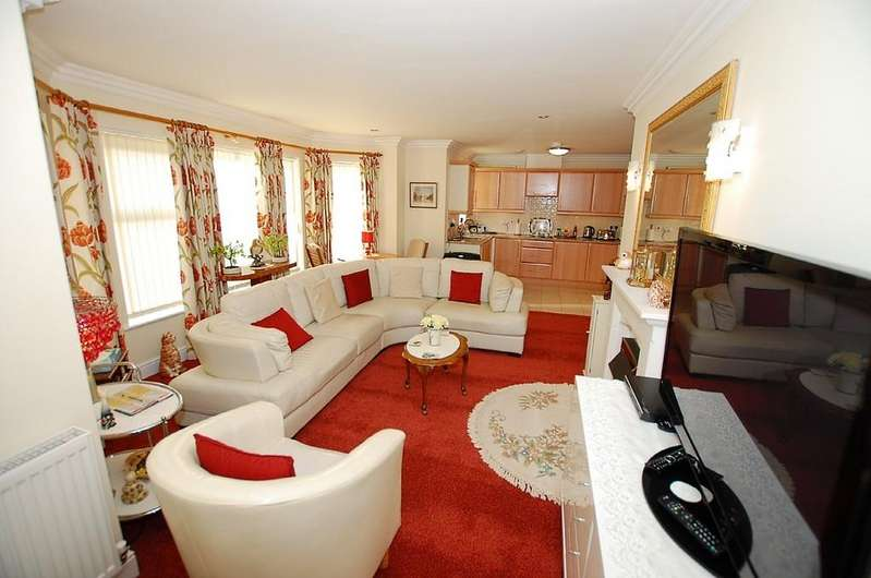 2 Bedrooms Apartment Flat for sale in Barclay Mews, Overstrand Road, Cromer