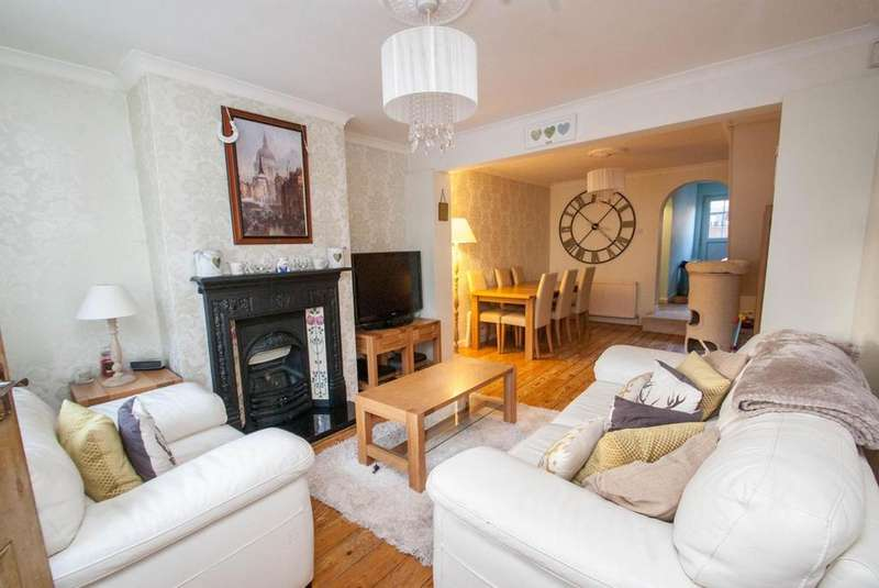 2 Bedrooms Cottage House for sale in Crescent Road, Warley, Brentwood, Essex, CM14
