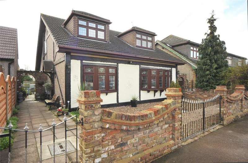 4 Bedrooms Detached House for sale in Great Gardens Road, Hornchurch, RM11