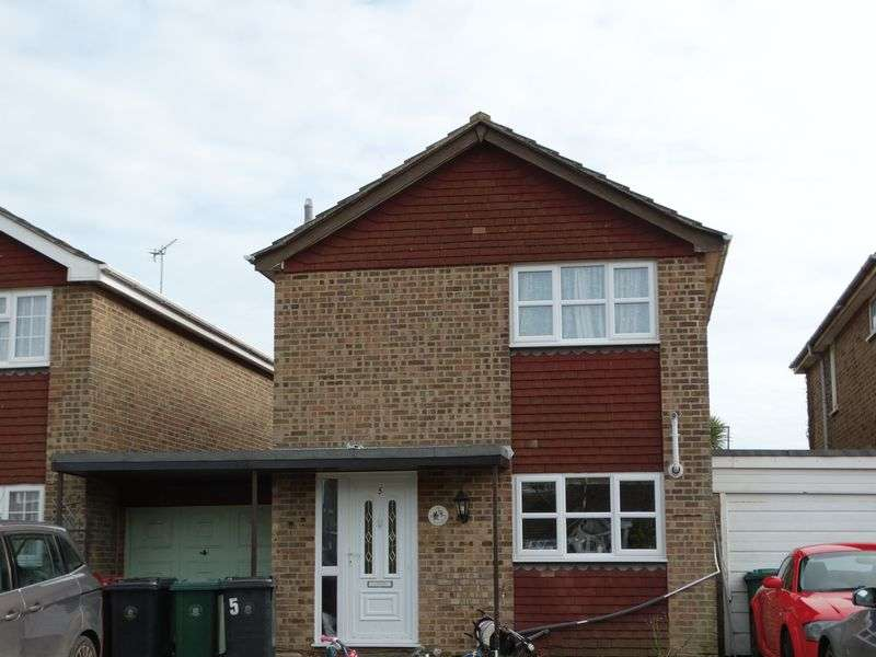 3 Bedrooms Detached House for sale in Littlefield Close, Selsey