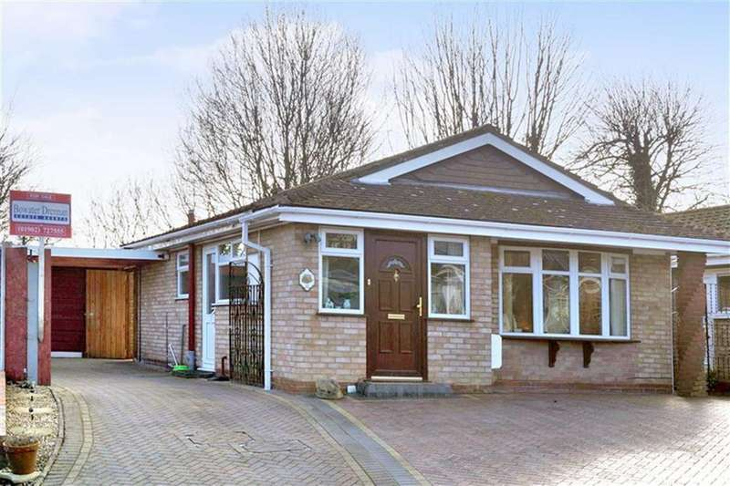 2 Bedrooms Bungalow for sale in Halecroft Avenue, Wednesfield, Wolverhampton
