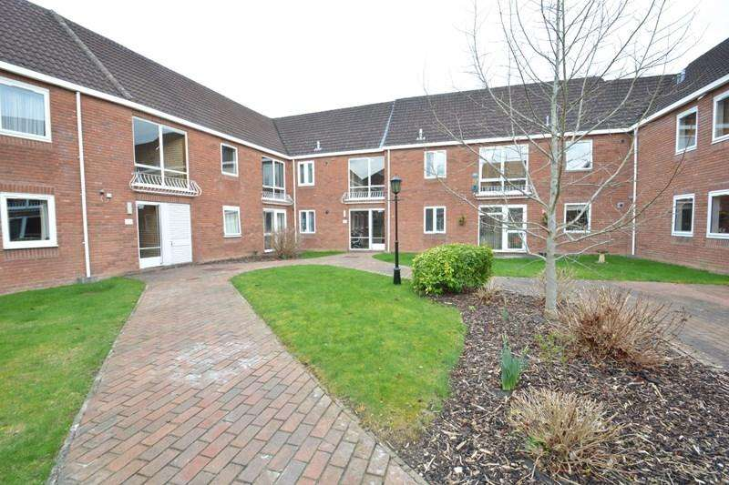2 Bedrooms Apartment Flat for sale in Lynwood Drive, Andover