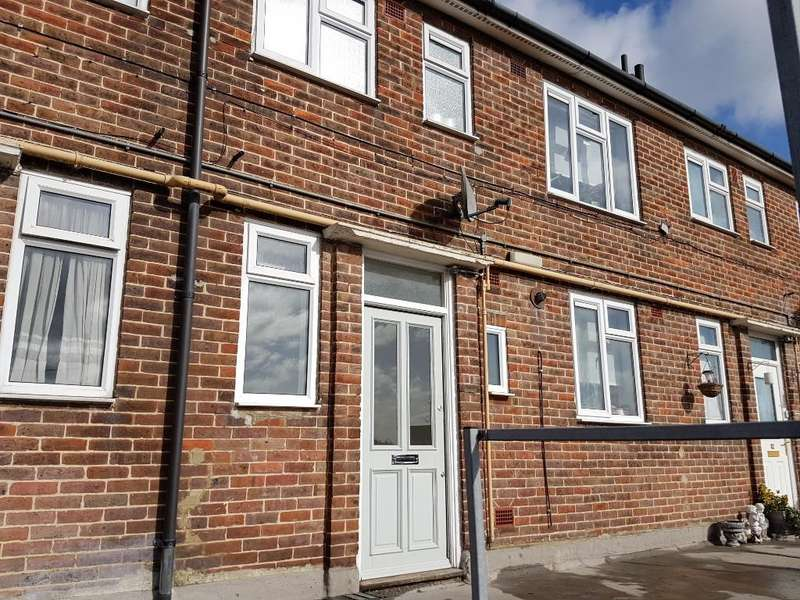 2 Bedrooms Maisonette Flat for sale in Borders Lane, Loughton