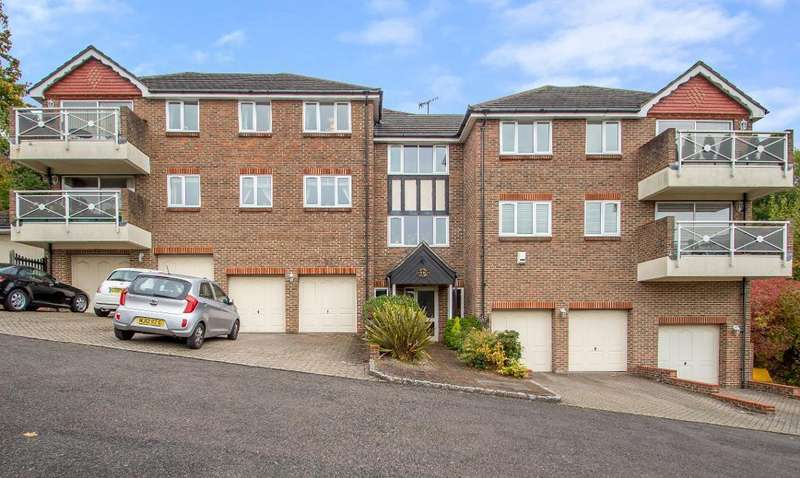 3 Bedrooms Flat for sale in Southview Road, Warlingham, Surrey, CR6 9JE