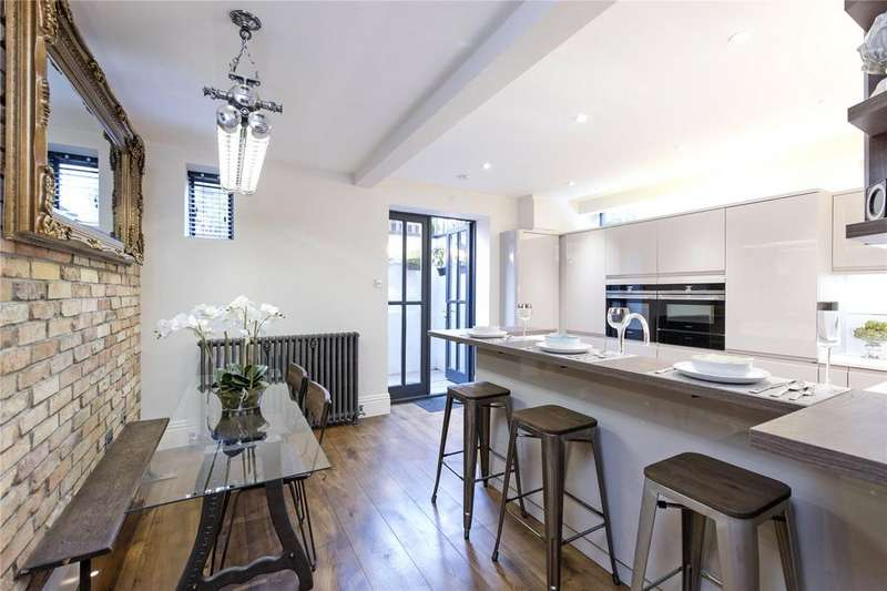 3 Bedrooms Maisonette Flat for sale in Clapham Common North Side, Battersea, London, SW4