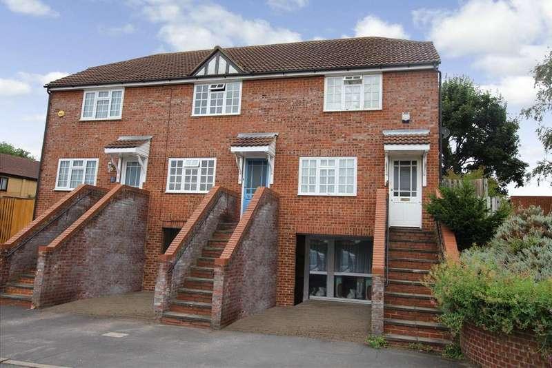 2 Bedrooms Terraced House for sale in Icknield Way East, Baldock, SG7