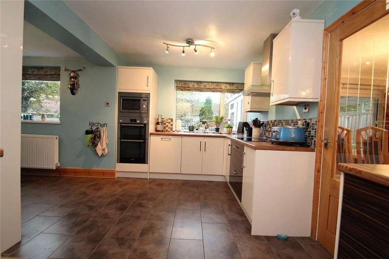 5 Bedrooms Detached House for sale in Park Close, Darrington, WF8