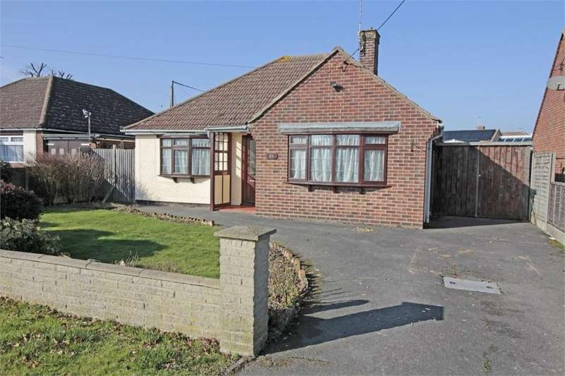 2 Bedrooms Detached Bungalow for sale in Grove Road, Tiptree