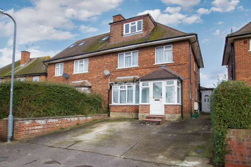 4 Bedrooms Semi Detached House for sale in Crabtree Close, Bushey, WD23
