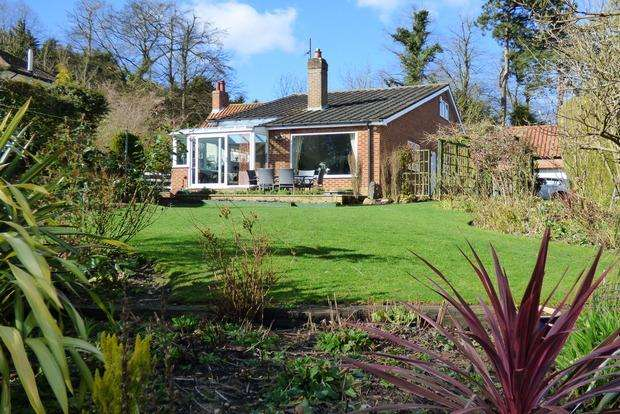 3 Bedrooms Detached Bungalow for sale in Tathwell, Louth, LN11