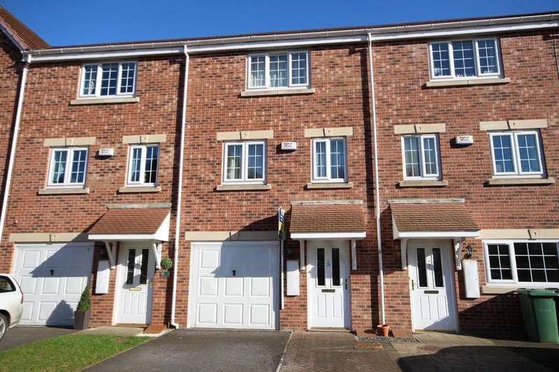 3 Bedrooms Town House for sale in Castle Lodge Gardens, Rothwell