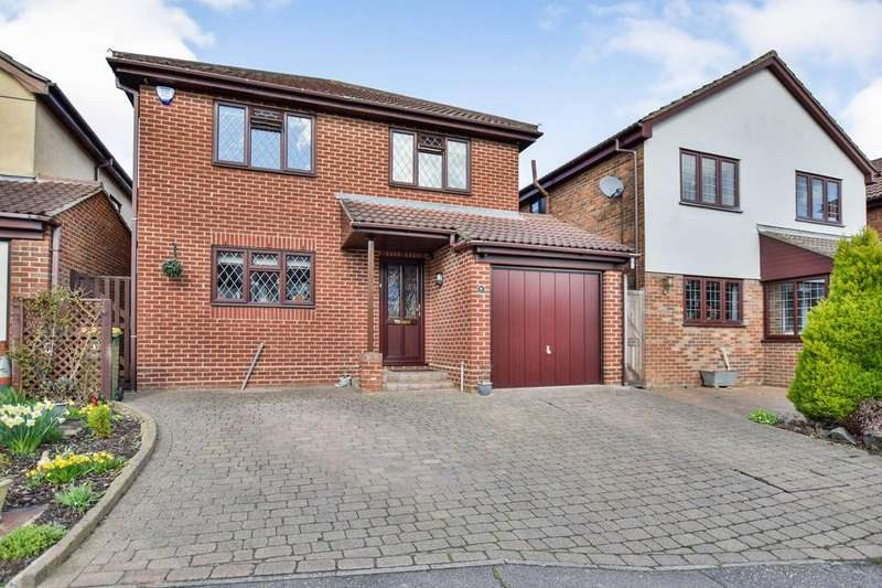 4 Bedrooms House for sale in Moat Rise, Rayleigh, Essex