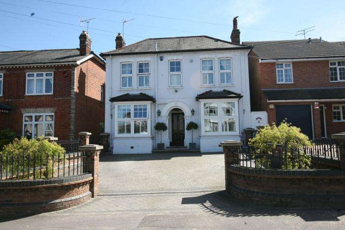 4 Bedrooms Detached House for sale in COOPERS HILL, MARDEN ASH, ONGAR CM5