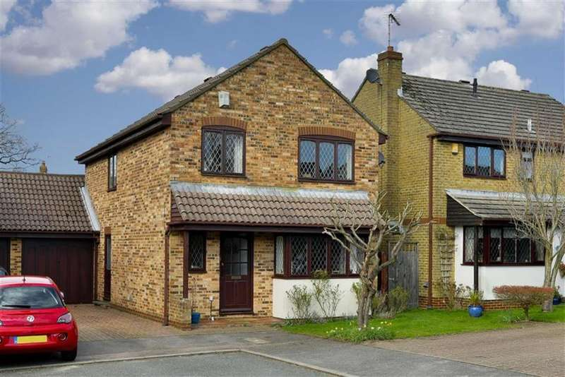 4 Bedrooms Detached House for sale in The Rise, Tadworth, Surrey