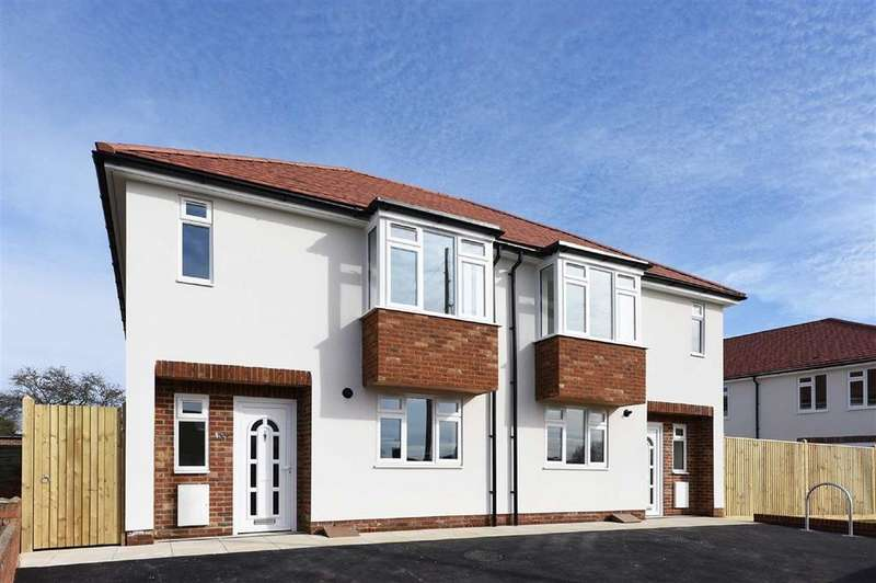 3 Bedrooms Semi Detached House for sale in Mill Lane, Portslade