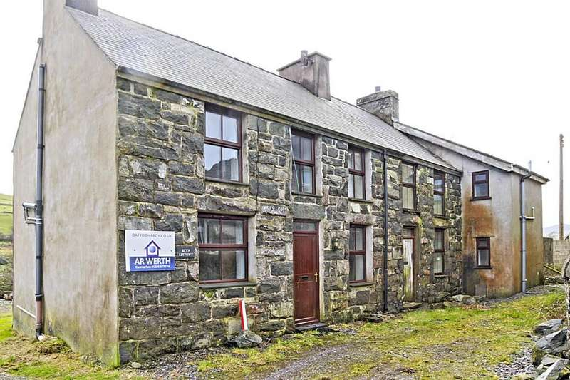 4 Bedrooms Detached House for sale in Bryn Llyfnwy, Nebo, North Wales