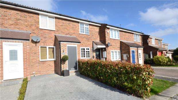 2 Bedrooms Terraced House for sale in Cherrytree Close, Heath Park, Sandhurst