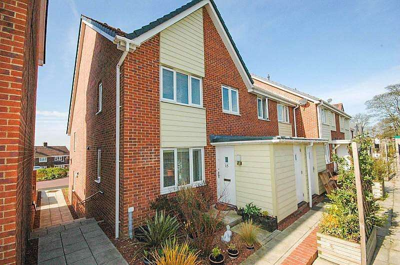 2 Bedrooms Semi Detached House for sale in Swan Court, Hylton Castle
