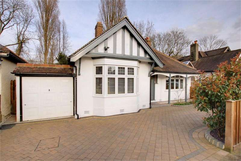 2 Bedrooms Detached Bungalow for sale in Brooklyn Avenue, Loughton, Essex