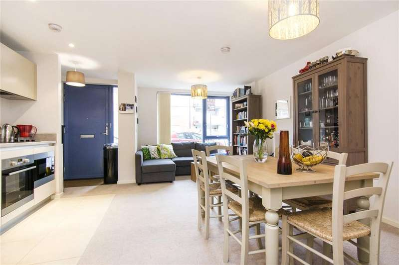 2 Bedrooms Flat for sale in Hastings Road, London, E16