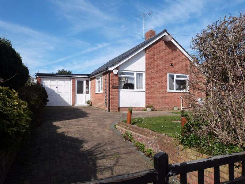 2 Bedrooms Detached Bungalow for sale in Manor Road, Selsey