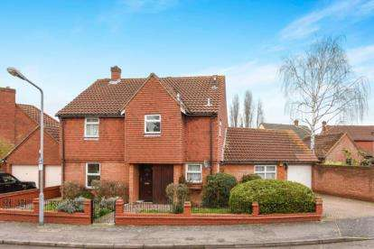 4 Bedrooms Detached House for sale in Peel Place, Ilford, Essex