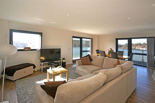 2 Bedrooms Flat for sale in Williams Way, WEMBLEY