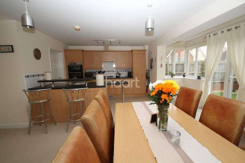 4 Bedrooms Detached House for sale in Kingbird Road, Bury St Edmunds