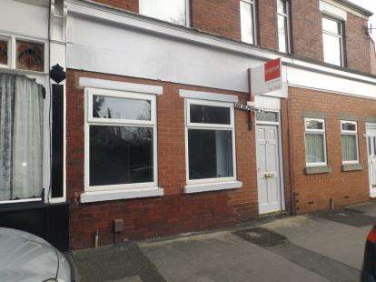 2 Bedrooms Flat for sale in Moorland Road, Woodsmoor, Stockport, Cheshire