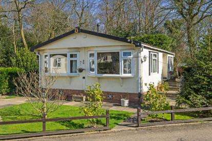 2 Bedrooms Mobile Home for sale in Oak Tree Farm, Juggins Lane, Earlswood, Solihull