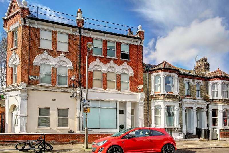 2 Bedrooms Flat for sale in Sugden Road, Clapham, London, SW11 5ED