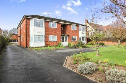 2 Bedrooms Flat for sale in Tudor Lodge, 390 Clifton Drive North, Lytham St. Annes, Lancashire, FY8