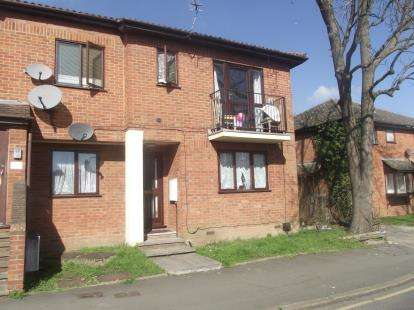 1 Bedroom Flat for sale in Oak Road, Romford
