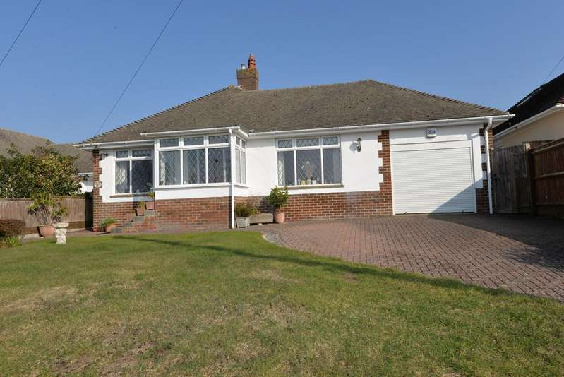 3 Bedrooms Detached Bungalow for sale in Farm Lane South, Barton on Sea