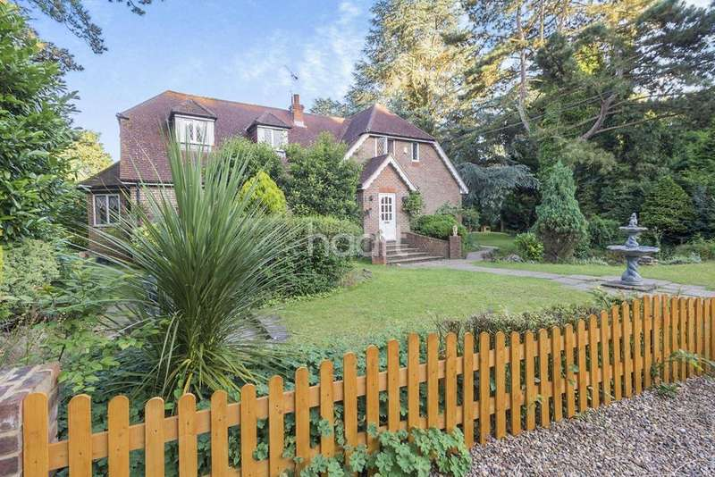 5 Bedrooms Detached House for sale in Wych Elm House
