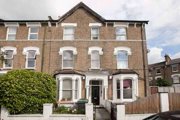 2 Bedrooms Duplex Flat for sale in Upper Tollington Park, London, Greater London, N4 4BX