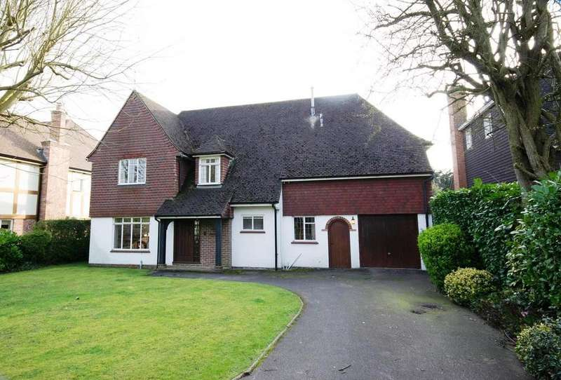 4 Bedrooms Detached House for sale in Widworthy Hayes, Hutton Mount, Brentwood, Essex, CM13