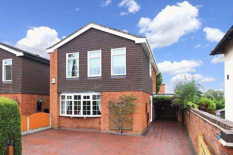 4 Bedrooms Detached House for sale in WOMBOURNE, School Road